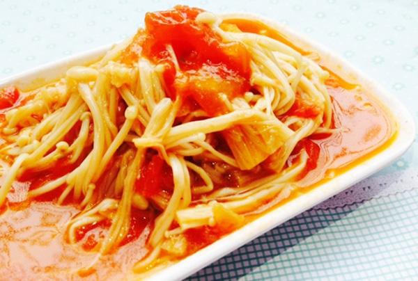 Cách chế biến Nấm Kim Châm xào thịt heo cà chua
